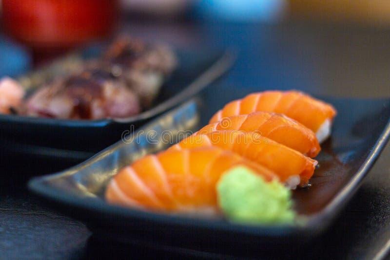 Salmon Sushi Aumai Phayao royaltyfri foto