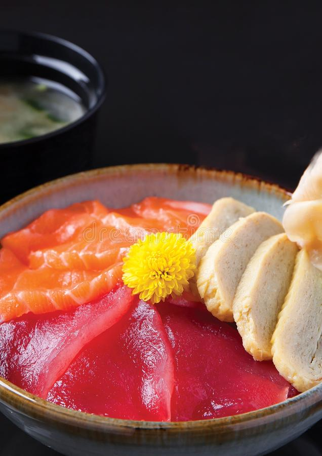 Salmon Tuna Tamago Don stock fotografie