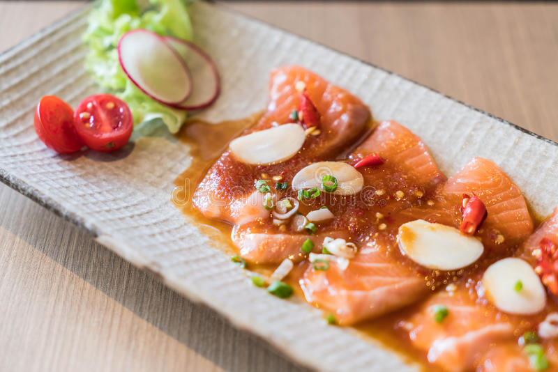 salmone affettato piccante fotografie stock libere da diritti