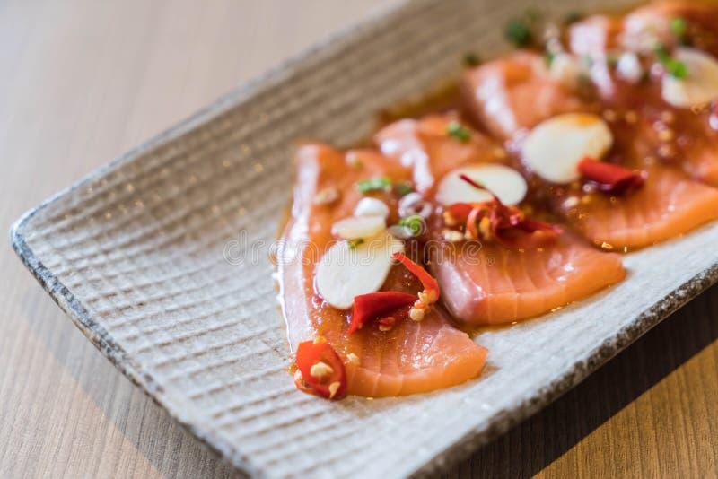 salmone affettato piccante fotografie stock