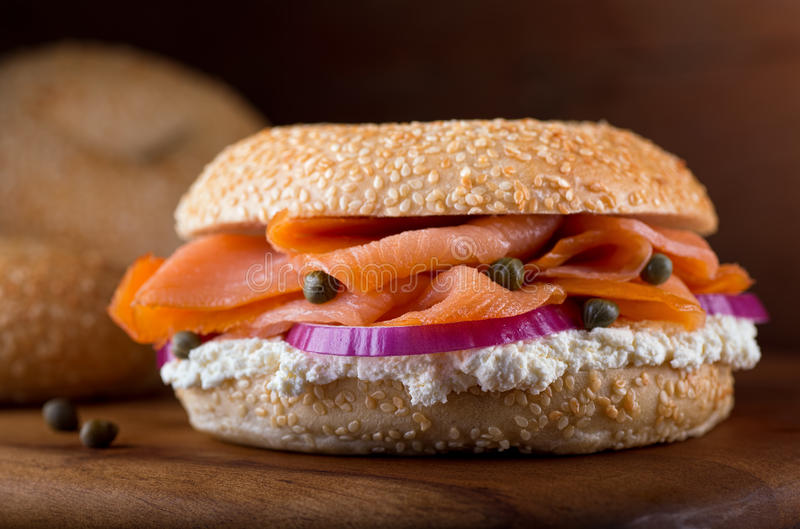 Salmone affumicato e bagel fotografia stock
