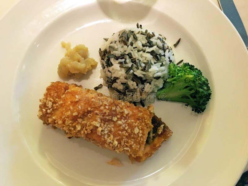 Salmone con la crosta ed il riso della mandorla fotografia stock libera da diritti