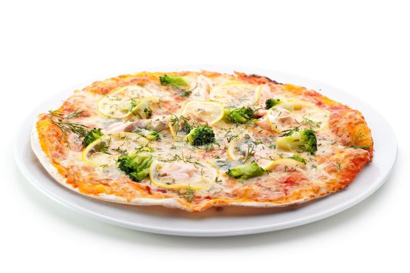 Salmone e pizza dei broccoli fotografie stock libere da diritti