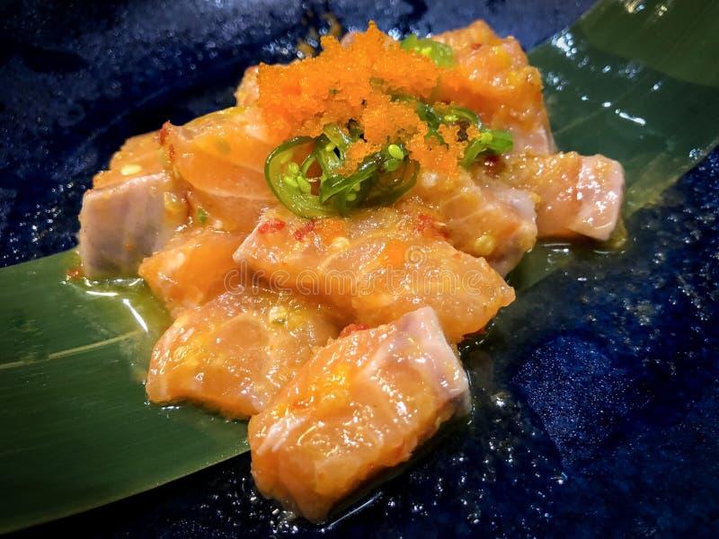 Salmone fresco con salsa piccante fotografia stock