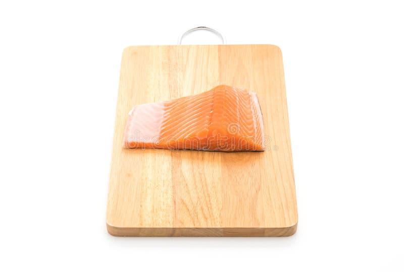 salmone fresco sul bordo di legno fotografia stock