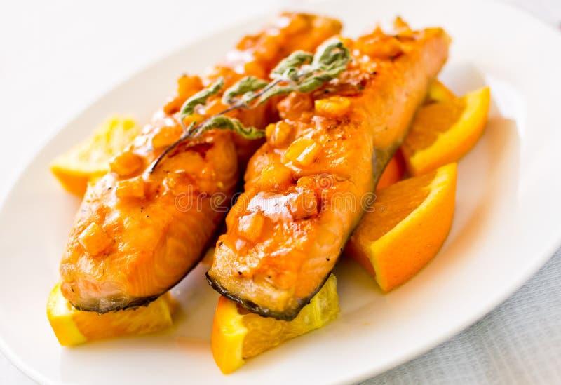 Salmones con la salsa anaranjada imagen de archivo libre de regalías