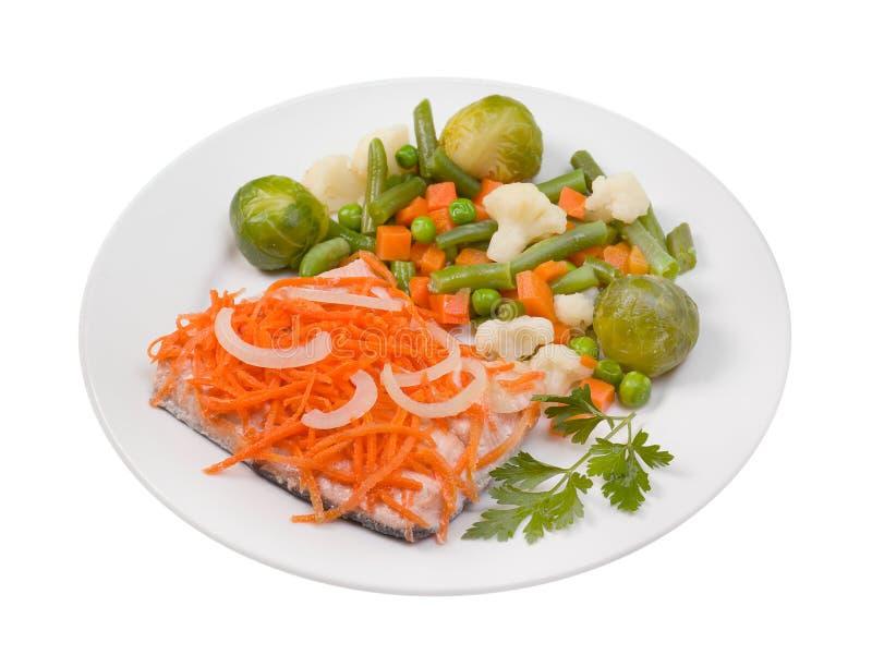Salmones con los salmones de vegetables.humpback imagen de archivo libre de regalías