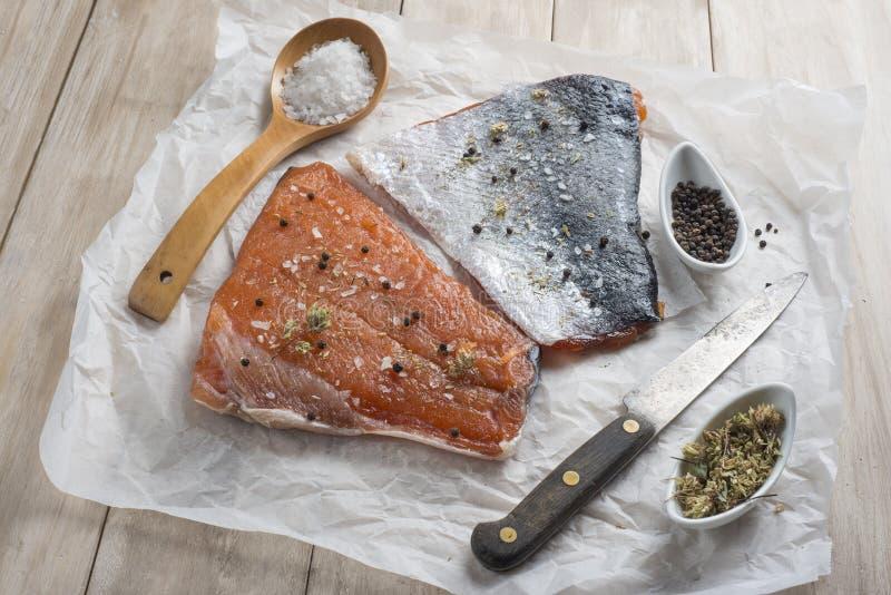 Download Salmones fumados foto de archivo. Imagen de rústico, cocina - 41912568
