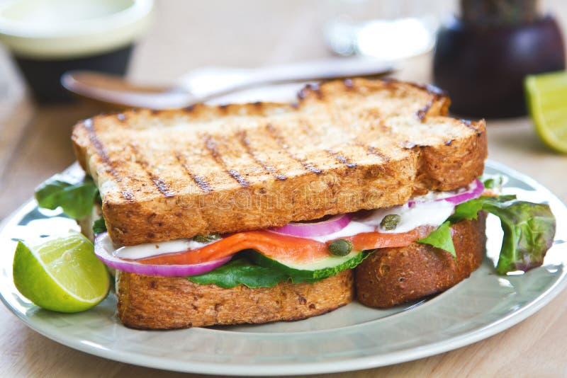 Sandwich dei salmoni affumicati immagine stock