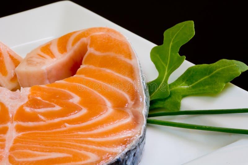 Download Salmoni freschi fotografia stock. Immagine di foglio, cuisine - 3131086