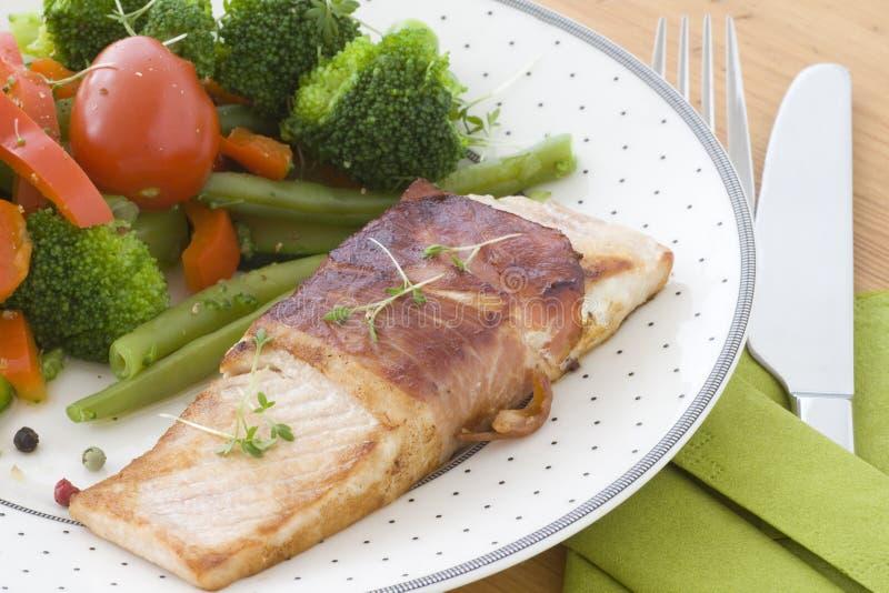 Salmoni fritti immagini stock