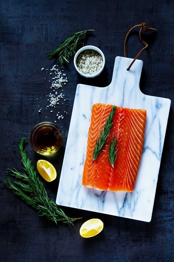 Salmoni grezzi freschi fotografia stock