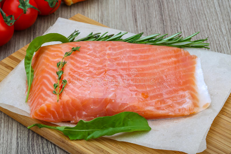 Download Salmoni salati fotografia stock. Immagine di rosmarino - 56893300