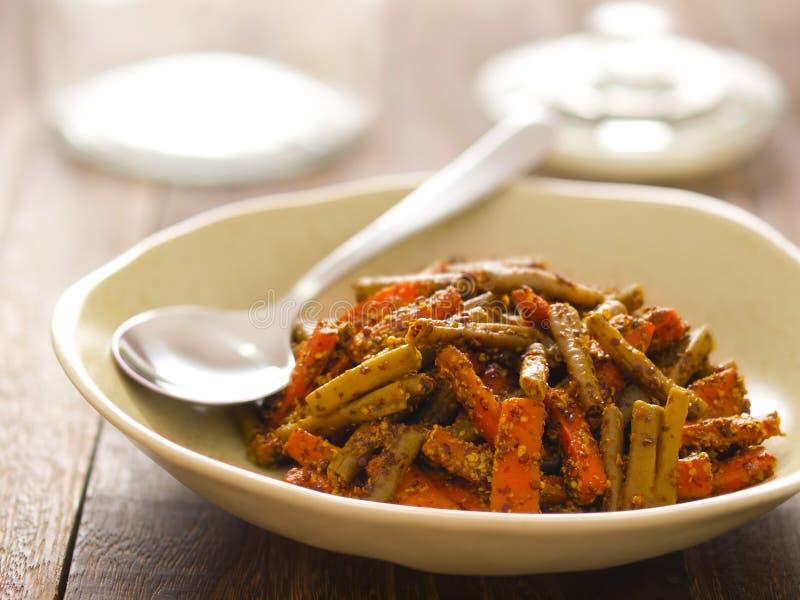 Salmuera india de la zanahoria y de la haba foto de archivo
