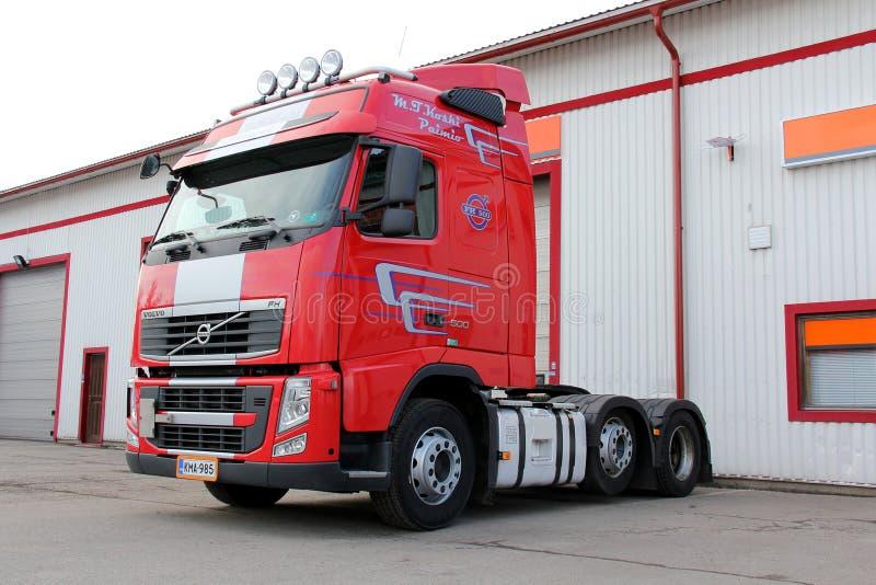 De rode Vrachtwagen van Volvo FH 500 stock fotografie