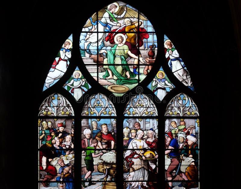 Salome Shows huvudet av St John det baptistiskt till Herod royaltyfria bilder