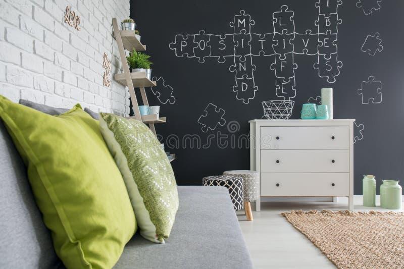 Salon avec le décor de tableau images stock