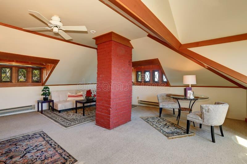 Salon avec le faisceau de brique rouge photo stock