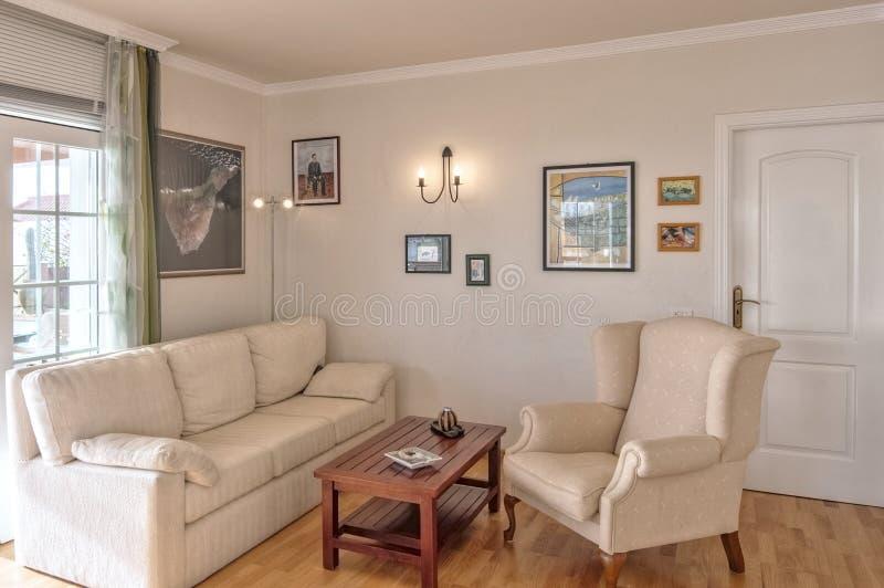 Salon dans la villa photos libres de droits