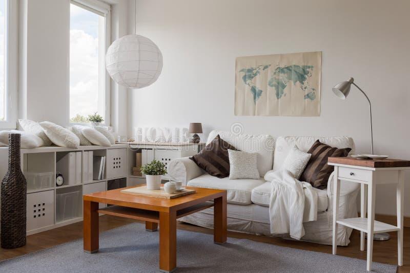 Salon dans le blanc photo stock
