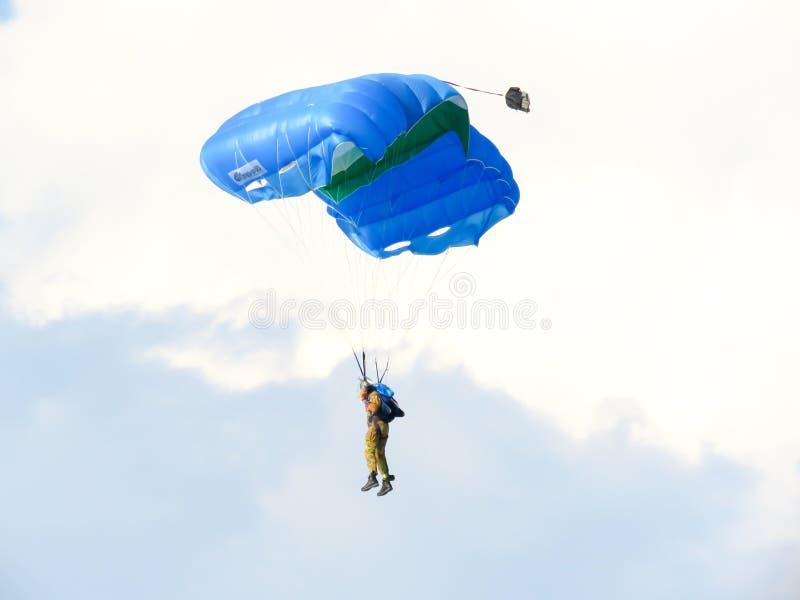 Download Salon De L'aéronautique De Parachutistes Tirrenia, Pise, Italie, Le 11 Septembre 2016 Image stock - Image du extrême, parachutiste: 77157515