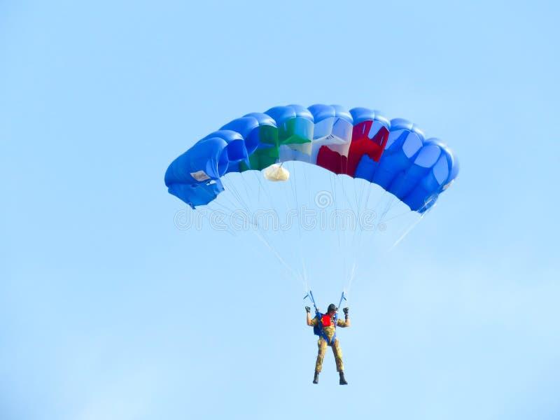 Download Salon De L'aéronautique De Parachutistes Tirrenia, Pise, Italie, Le 11 Septembre 2016 Image stock - Image du skydiving, saut: 77157999