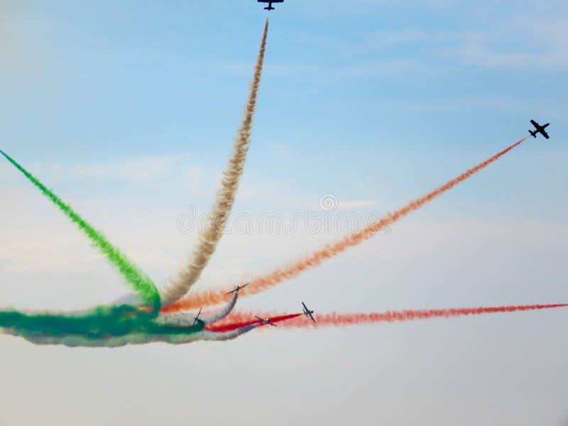 Download Salon De L'aéronautique Tricolore De Flèches Tirrenia, Pise, Italie, Le 11 Septembre, 2 Image stock éditorial - Image du aviation, tricolors: 77162264