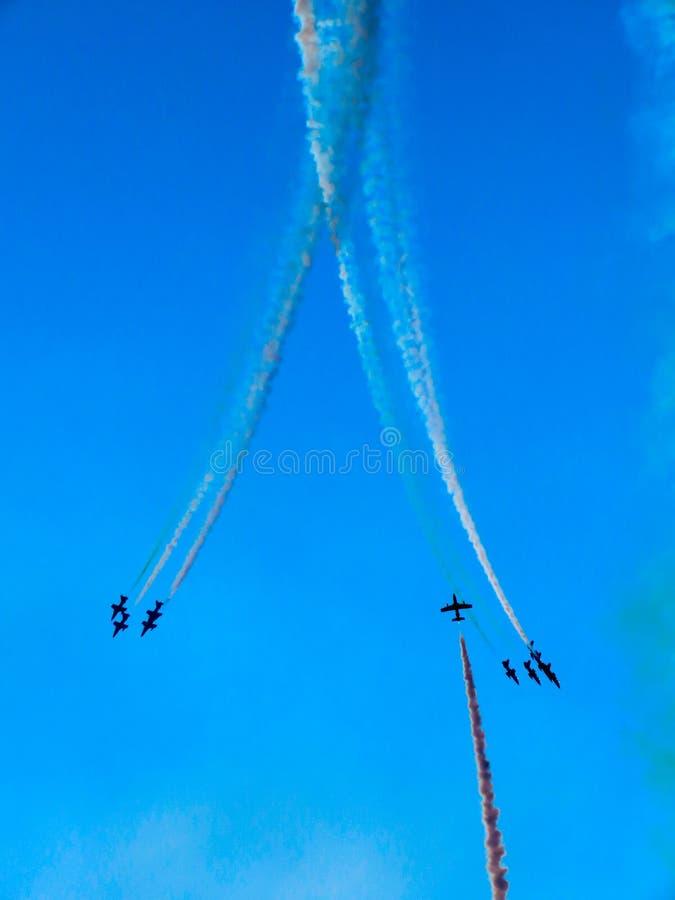 Download Salon De L'aéronautique Tricolore De Flèches Tirrenia, Pise, Italie, Le 11 Septembre, 2 Image éditorial - Image du acrobate, militaire: 77162575