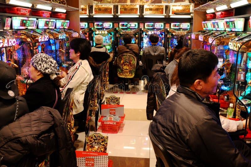 Salon de Pachinko à Tokyo, Japon images libres de droits