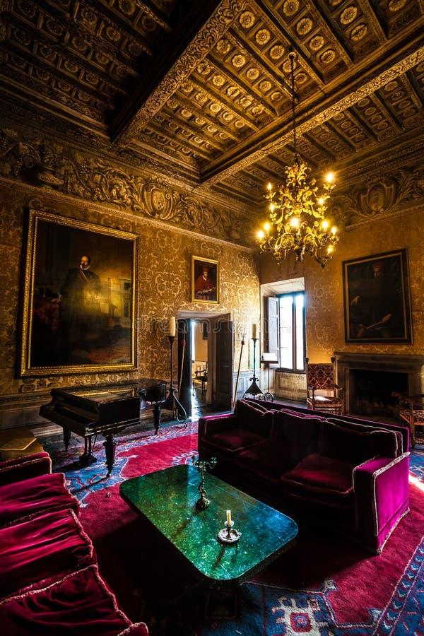 Salon intérieur de meubles d'un château du 17ème siècle photo stock