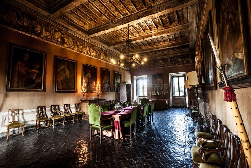 Salon intérieur de meubles d'un château du 17ème siècle photographie stock libre de droits