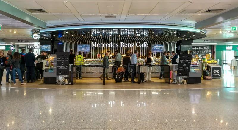 Salon Mercedes Benz Cafe w Fiumicino Rzym, Włochy obraz stock