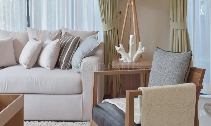 salon moderne avec le fauteuil gris et le sofa brun 94050381 Résultat Supérieur 50 Beau Fauteuil Gris Salon Photos 2017 Gst3