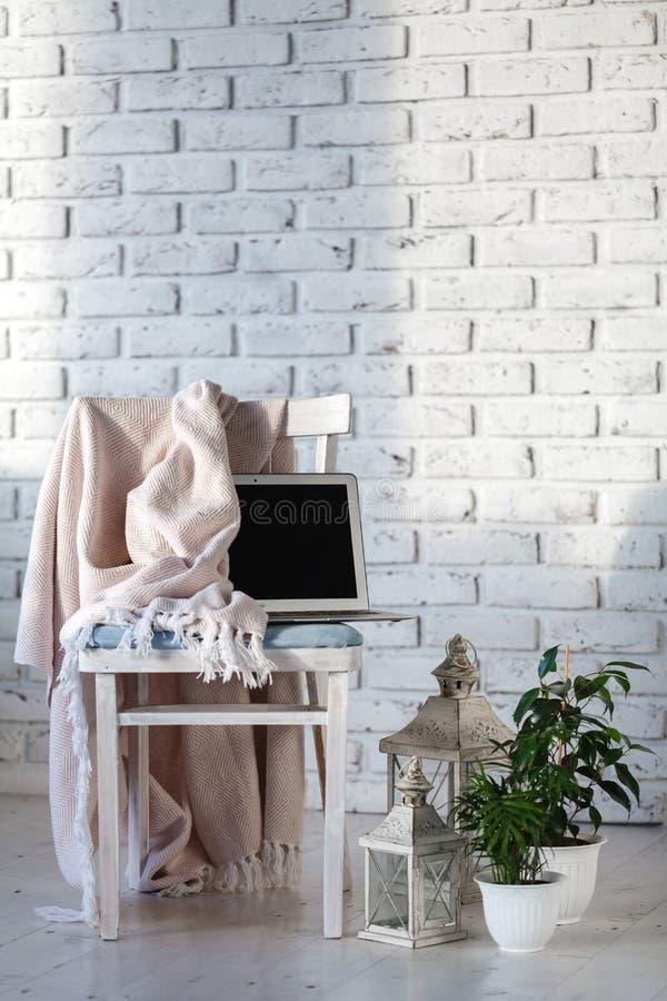 Salone bianco minimo immagini stock