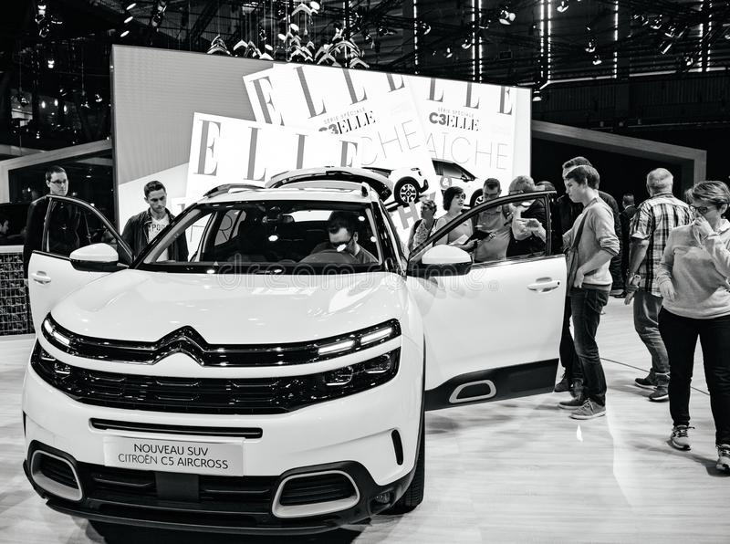 Salone dell'automobile di Mondial Parigi di mostra con nuovo Citroen C5 Aircross fotografia stock
