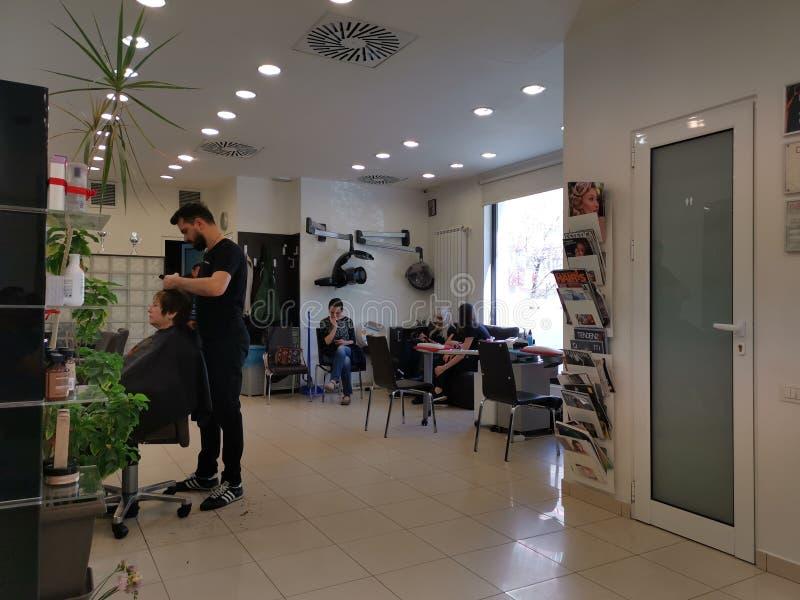 Salone di Abbate dell'interno - hairstyling fotografia stock libera da diritti
