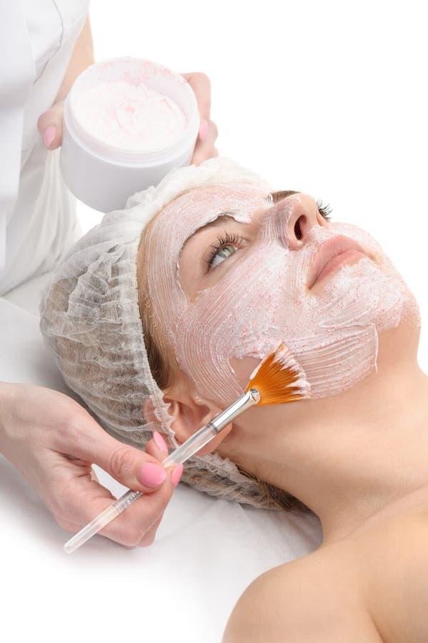 Salone di bellezza, applicazione facciale della maschera fotografie stock libere da diritti