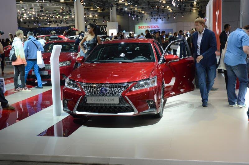 Salone internazionale dell'automobile di Mosca di colore rosso di SPORT di Lexus CT 200h F fotografia stock