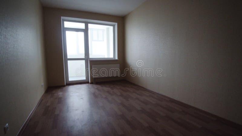 Salone luminoso vuoto senza mobilia clip Stanza leggera vuota interna senza mobilia in una nuova costruzione immagine stock