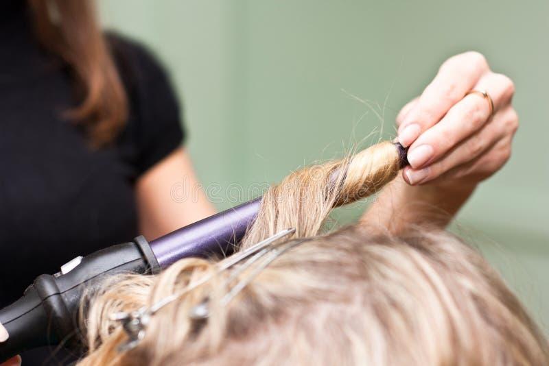 salong för frisör för skönhetkrullningshår till arkivbilder