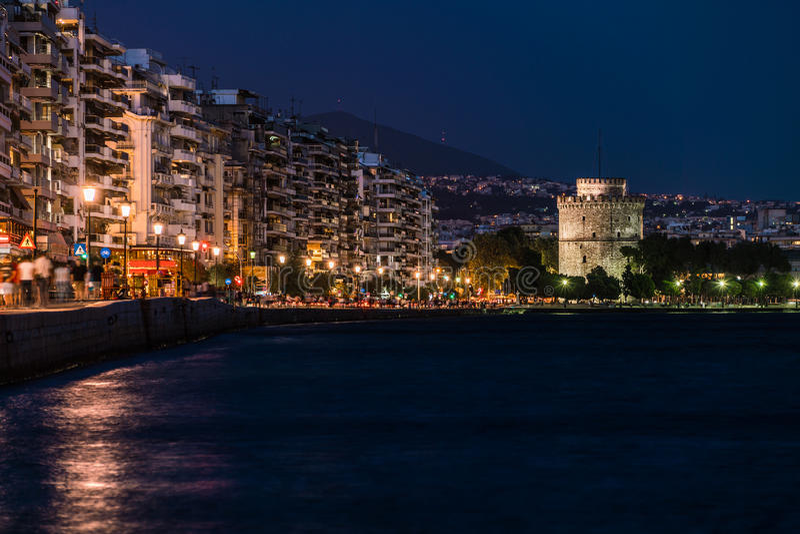 Saloniki bielu wierza nocą fotografia royalty free