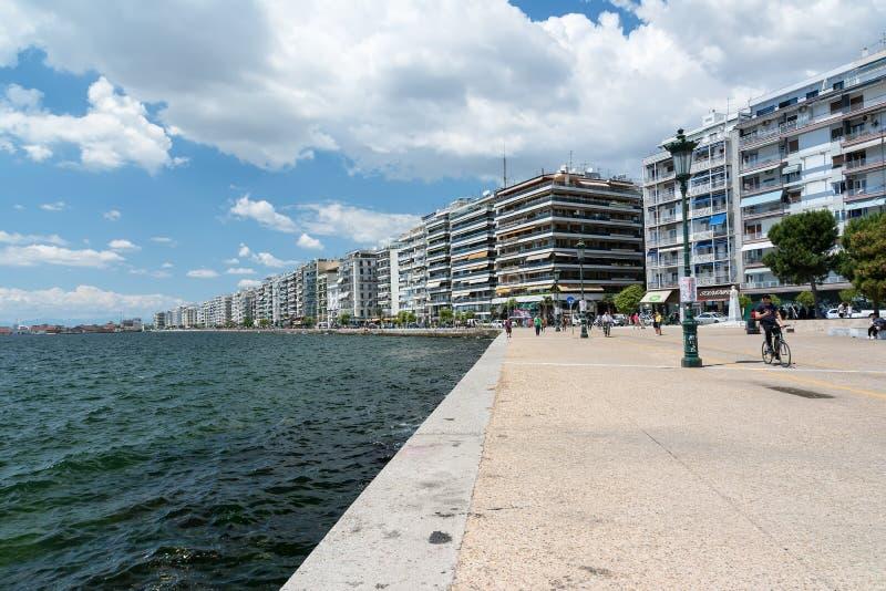 SALONIKI GRECJA, MAJ, - 29, 2017: Nabrzeże Saloniki, Grecja na słonecznym dniu obrazy stock