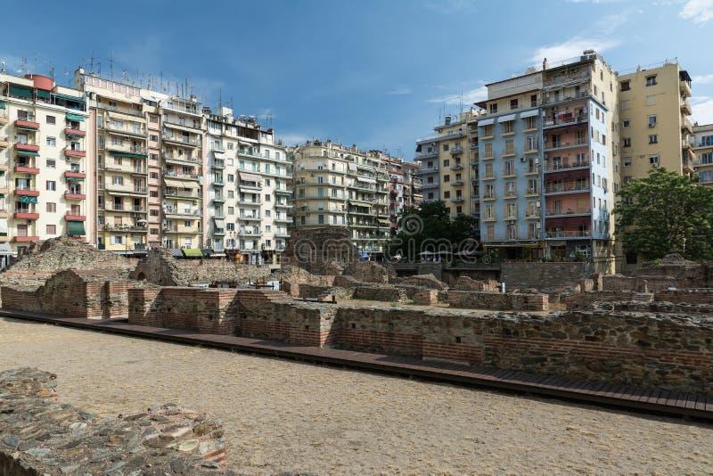 SALONIKI GRECJA, MAJ, - 25, 2017: Ruiny starożytny grek agora w Saloniki Macedonia, Grecja, Europa Opóźniony Romański forum zdjęcia stock