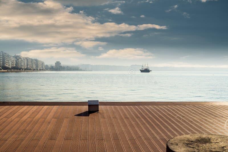Saloniki miasto od portu, widok morze i biel, górujemy zdjęcia royalty free