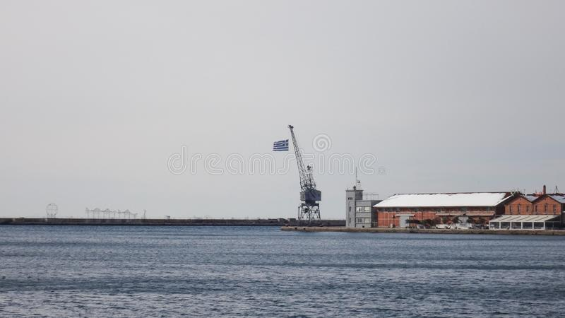 Saloniki port morski z grek flag? obrazy stock