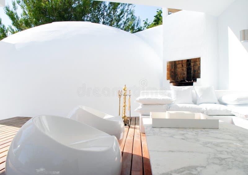 Salotto esterno moderno immagine stock immagine di trendy for Salotto esterno