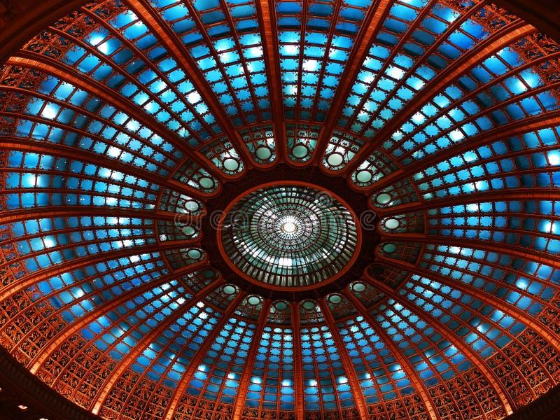 Salowa kopuła zaświecająca - nowożytna architektura zdjęcie royalty free
