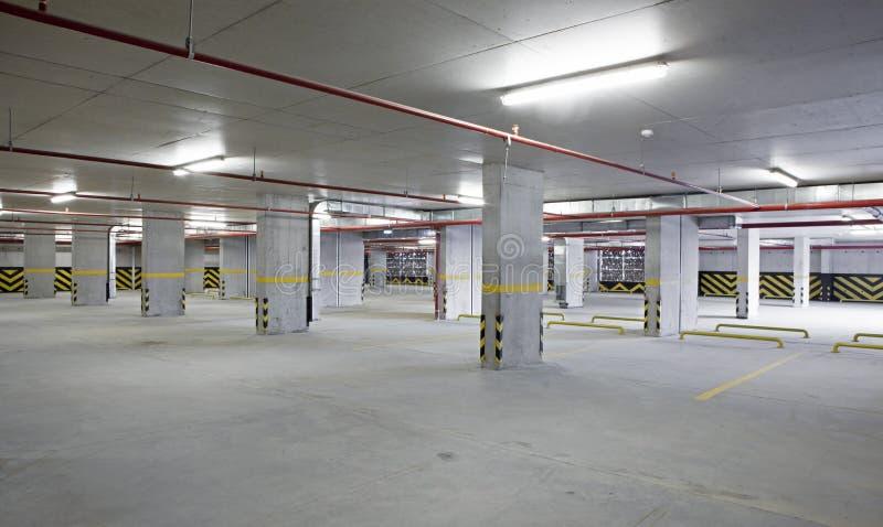 Salowy samochodowy parking jest pusty zdjęcie stock