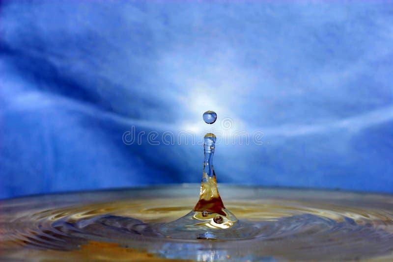Salpicar gotas del agua fotos de archivo