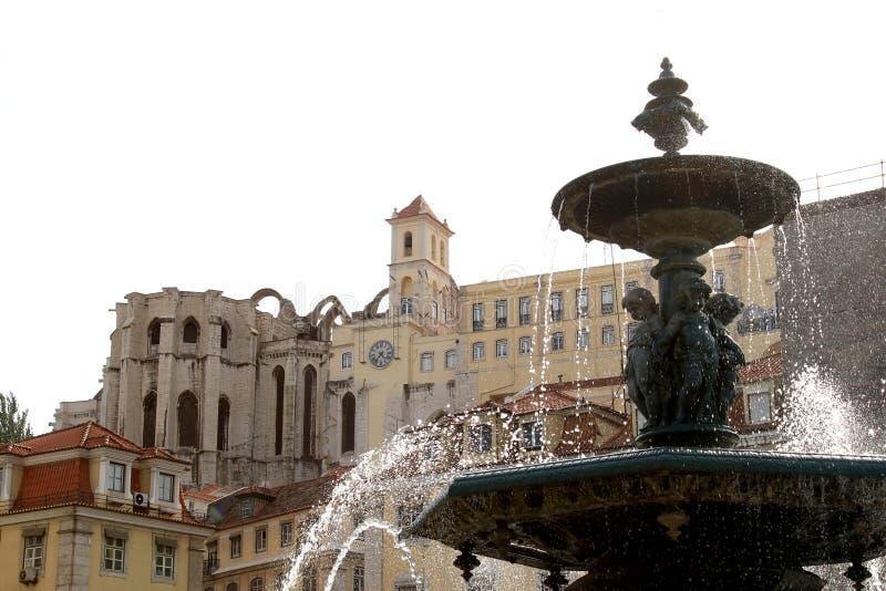 Salpicar la fuente en el cuadrado de Rossio, Lisboa imágenes de archivo libres de regalías
